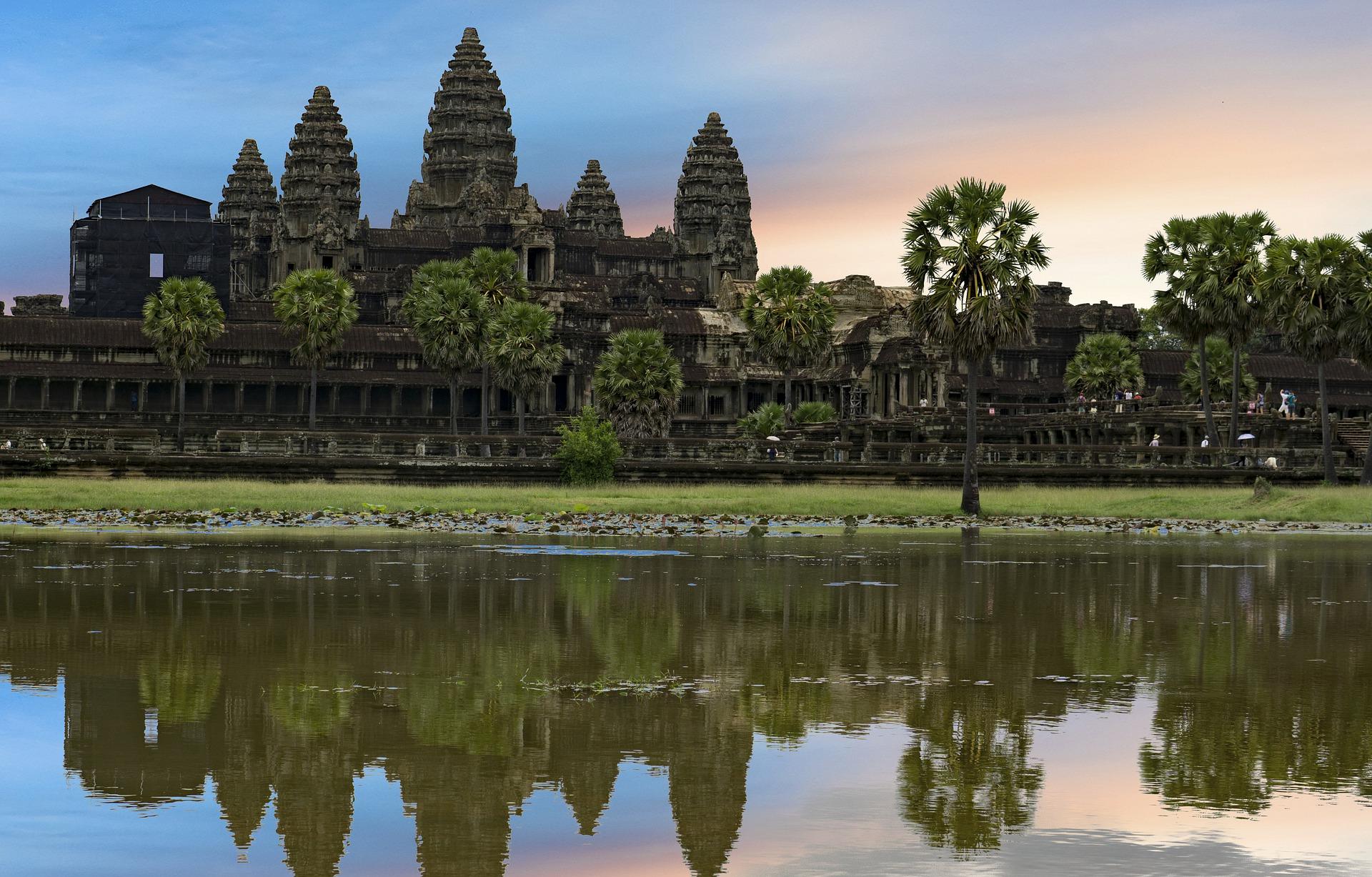 カンボジアの悲しい歴史|レディースパンツができるまで